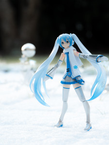 Figure-moe-Snow-Miku-3